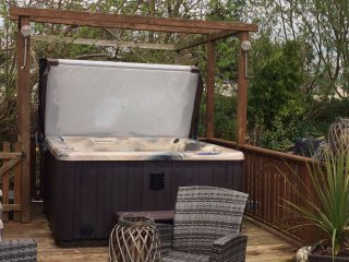 Caravan to rent tattershall lakes with hot tub