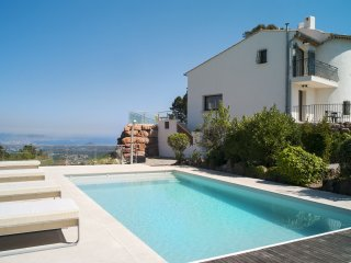 Villa moderne -splendide vue mer, proche Cannes, clime, piscine chauffée