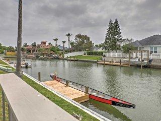 3BR 1st-Floor Flat w/Dock on Corpus Christi Canal