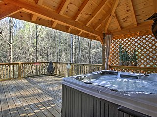NEW! 2BR Gatlinburg 'Tree Top Dream' Cabin!