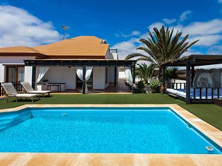 detached villa with private pool and 1000m2 plot