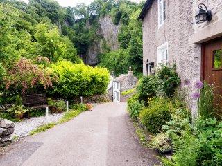 PK379 Cottage in Castleton