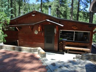 Rustic, renovated & sparkling clean 3 bdrm Cabin on almost 2 acres near Prescott