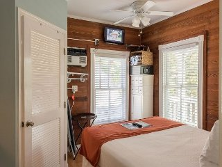 Carey's Corner - Cute 'Old Town' Condo Just a Few Blocks From Duval!, Key West