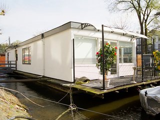 New! Houseboat Amsterdam Centrum, Amsterdã
