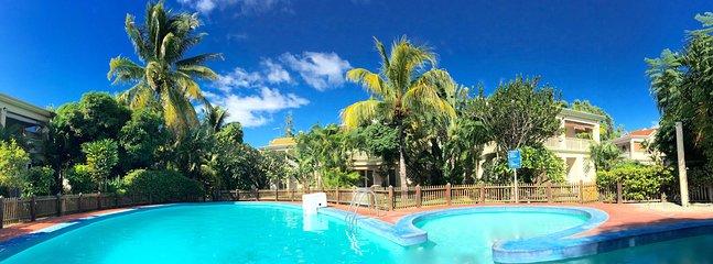 La maison donnant sur la piscine