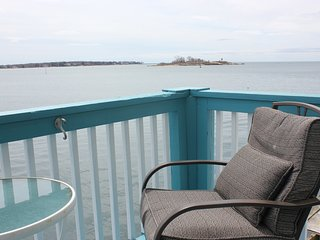 Gloucester Harborscape View 1 & 1/2 BR; walk to beach & town