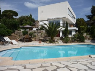 Golfe de St Tropez - Private Apartment 50m2+ Sea Views + Private Pool + Sleeps 6