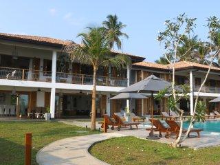 The Lookout – 5* Beach Villa, Dikwella