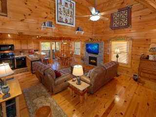 Storybook Place - Gorgeous cabin with a great view!, Sevierville