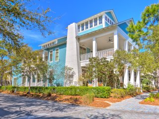 """Big Blue"" - Spacious, Luxurious Beach House near the Beach!"