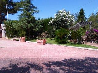 Apartamento independiente dentro de Villa con piscina, jardin y parkin privados