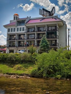 Come and Enjoy The heart of Pigeon Forge at Rivergate