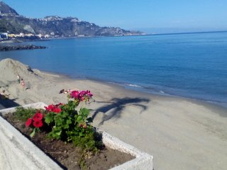 Typical Sicilian House 20 Meters ftom the beach in Giardini Naxos, Giardini-Naxos