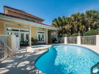 Spacious Charming House with a Private Pool & Golf Cart! FREE Parasailing~