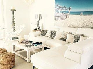 Ecodelmare luxury beach villa pieds dans l'eau
