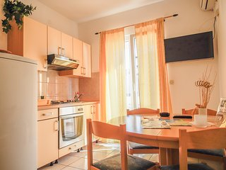 Perfect apartment for 4, BEACH 5 min, Hvar