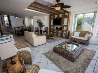 HOTEL ZONE !! Luxurious & Comfortable Residence, direct access to the beach