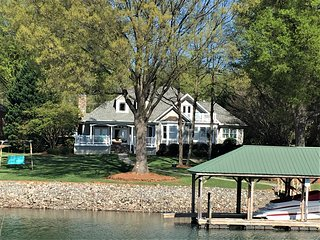 Magnificent Kiser Island lakefront home w/beautiful sunset views & private dock!