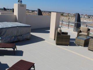 2 Bedroom Brand New Apartment - 6 Minute Walk To The Beach, Torre de la Horadada