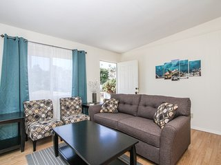 Bright, Cheerful Upstairs Unit in Ocean Beach/Point Loma