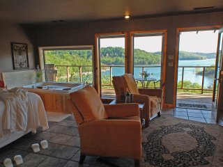 Beaver Lakefront Suites - Upscale, Secluded Luxury, Eureka Springs