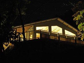 Bluff Cabin Over Beaver Lake -- Upscale, Modern Luxury