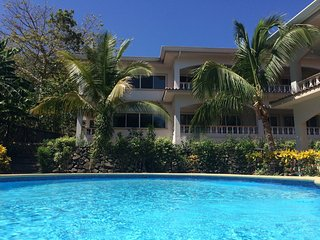 Ocean Breeze Updated Condo - Walking distance to the beach and restaurants, Playa Hermosa
