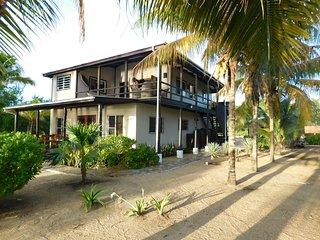 Caribbean Breeze Shallow Bay Beach House - Upper Floor