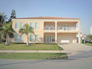 3 HOUSES TO BEACH7BDRM/5.5BA-POOL/JACUZZI/BILLIARD