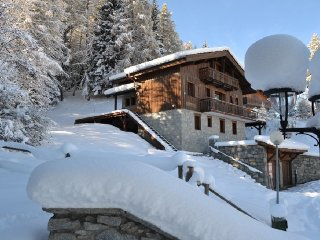 Ski-La Source : Chalet Pierra Menta, Les Coches (9 bedrooms sleeping 20)