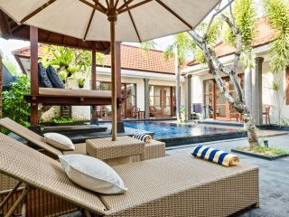 VILLA BETUTU LUXURY 3 BDRM POOL 1OO MTRS TO BEACH, Sanur