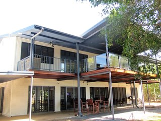 Renovated, absolute Beach  front tropical home  in the bush, Mandorah