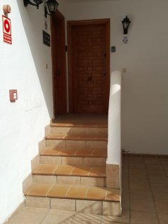 4 steps leading to the apartment front door