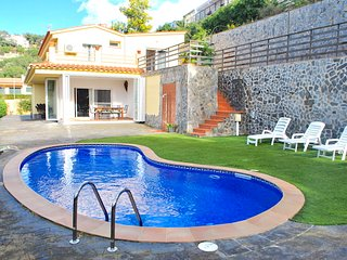 Caneylles Beach Vila with pool in Costa Brava