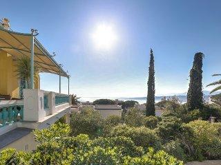 Splendide villa Belle Epoque face à la mer à Nice