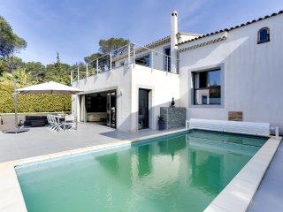 Villa avec piscine a deux pas des criques