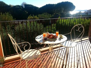 Sous le Soleil Exactement Apartment - sea view, park, pool & 200m to the beach.
