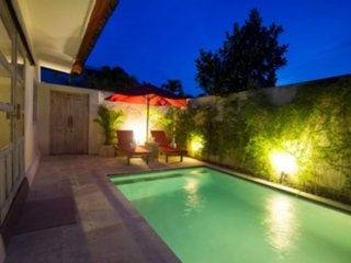 Brilliant location, 3 bed pool villa very close to beach., Seminyak