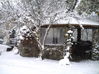 Amazing house on the river-Deringaj