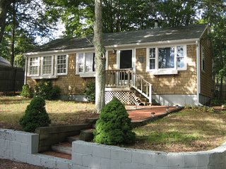Updated Cape Cod Charmer with water views, Dennis