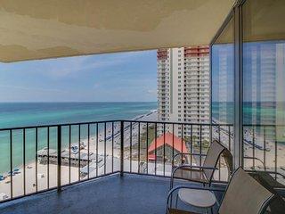 Gulf-front penthouse condo w/ ocean views, shared pool & hot tub + beach access!