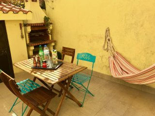 NEW 'O patio da Graca' private courtyard BBQ 2 room 6 pers Typical Neighborhood