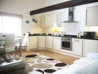 2 bed, 2 bath holiday home in Poole Quay - a great base for Jurassic Coast!