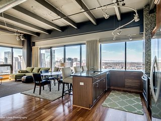 Exec Corner Penthouse-BEST views in town