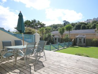 Delightful holiday home just 25 metres from beautiful Polzeath Beach!