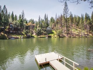 Rustic lakeside cabin w/ deck, grill, & shared hot tub/pool - near Yosemite!