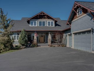 Spacious, dog-friendly, gorgeous home w/ game room and gourmet kitchen, Bend