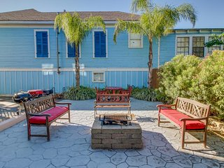 Remodeled historic triplex w/dog-friendly atmosphere & a great location