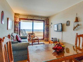 Oceanfront condo w/ balcony & shared pool/sauna/gym - walk to beach, dogs OK!